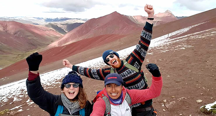 hiking-rainbow-mountain-vinicunca-and-red-valley-img03