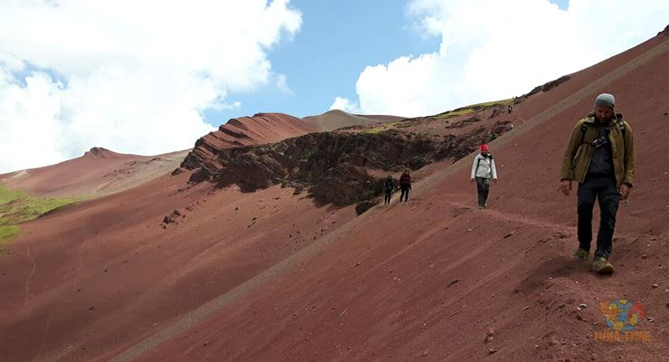 hiking-rainbow-mountain-vinicunca-and-red-valley-img04